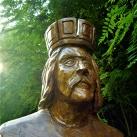 Károly Róbert fa szobra