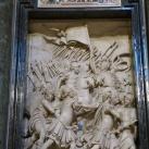 V. Pál pápa által Magyarországra küldött pápai csapatok hadjáratát ábrázoló dombormű