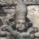 Folnay-kapu szobrászati díszei