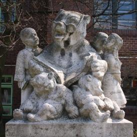 Mackó bácsi felolvas a gyerekeknek