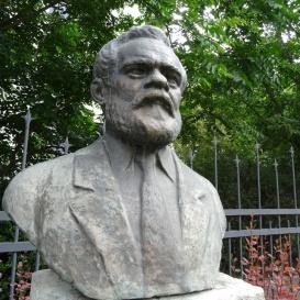 Técsey Ferenc mellszobra