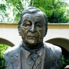 Wass Albert-mellszobor