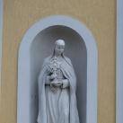 Szobrok a Szent Adalbert templom homlokzatán