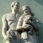 Család-szoborcsoport