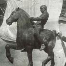 Lovas szobor