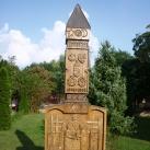 Toldi iskola 50 éves jubileumi emlékoszlopa
