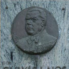 Idős Dr. Gulyás Lajos-emléktábla