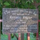 Karinthy Frigyes-emléktábla kőpaddal