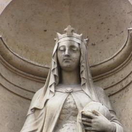 Árpád-házi Szent Erzsébet szobra a párizsi Église St. Élisabeth homlokzatán