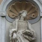 A Keresztelő Szent János templom homlokzatának szobrai