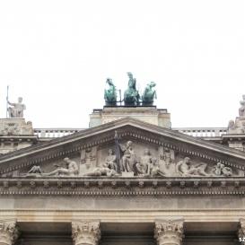 Néprajzi Múzeum főhomlokzata és a timpanon