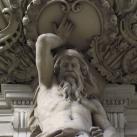 Az egykori Magyar Hírlapírók Nyugdijintézete épületét díszítő szobrok