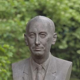 Dr. Csáki Frigyes szobra