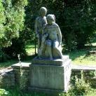 Gyermekek kutyával-szobor