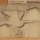 Relief a Neumann Általános Iskola bejárata felett
