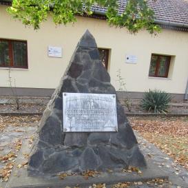 Első magyar betonút-emlékmű