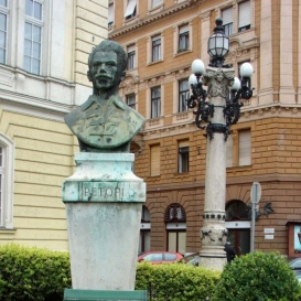 Petőfi Sándor mellszobra