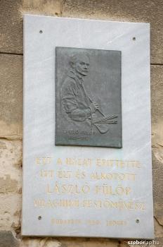 László Fülöp domborműves emléktáblája