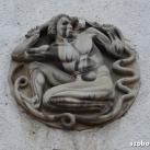 Kígyóval küzdő férfi