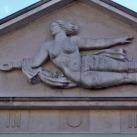 Galambot röptető nő