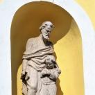 Mária oltalma katolikus templom szobrai
