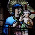 A Rózsafüzér királynéja templom sekrestyéjének üvegablakai
