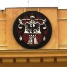 Nagykanizsa címere a Városháza épületén