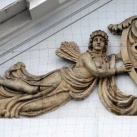 Kelet-szlovák Képtár épületének tympanonja