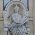 A párizsi Természettudományi Múzeum homlokzatának szobra és domborművei
