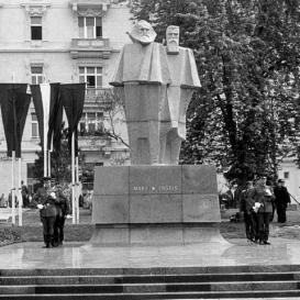 Marx és Engels szobra