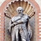 Szülészeti Klinika fülkeszobrai: Semmelweis Ignác