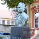 Herceg János mellszobra