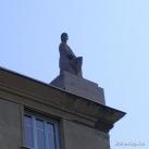 Attila út 133. ház szobrai