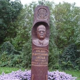 Batthyány - Strattmann László-emlékoszlop