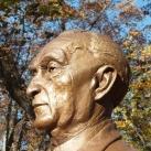 Konrad Adenauer mellszobra