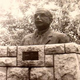 Kalamár József-mellszobor