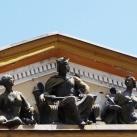 Az egykori Székelyföldi Iparmúzeum timpanonjának szoborkompozíciója