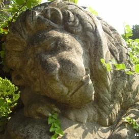 Pintér Jenő síremléke – Ledöfött oroszlán