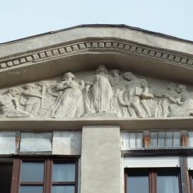A Marek József utca 35 sz. ház épületdíszei