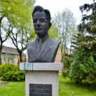 Sima Milošević mellszobra