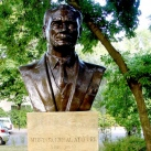 Mustafa Kemal Atatürk mellszobra