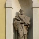 A Szent József templom homlokzatának szobrai
