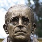 XII. Piusz pápa-mellszobor