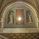 Az Országos Levéltár bejárati csarnokának jobb oldali seccoja