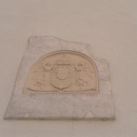 Angyalos címer dombormű