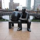 Két férfi egy padon