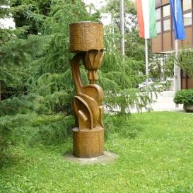 Kakasmandikó-szobor