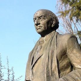 Illyés Gyula szobra