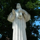 Oláh Miklós szobra