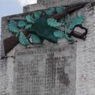 Hősi emlékmű és országzászló